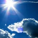 光映浮云天愈蓝